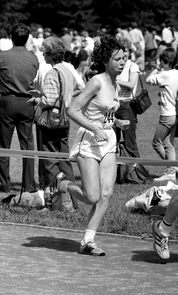 Ann Curtis, 1st Woman, Stirling Half, 1985. Photo - G MacIndoe