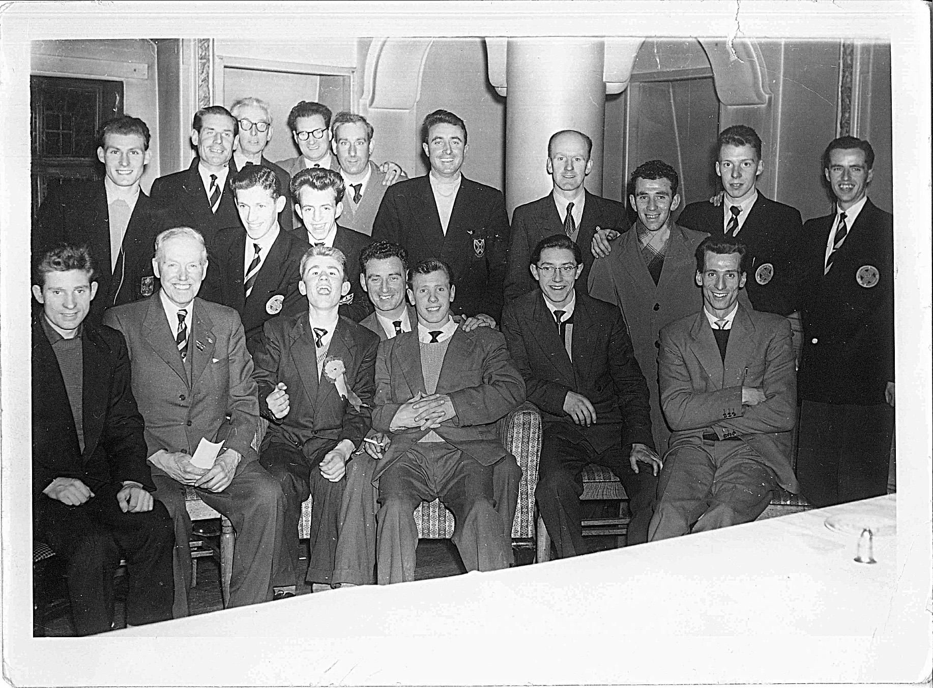 bellahouston-harriers-team-with-davie-corbett-late-1950s-1