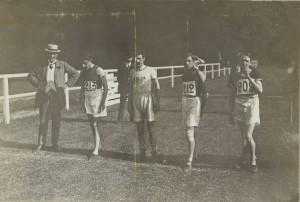 1909,  Paris, mile, Douglas McNicol right